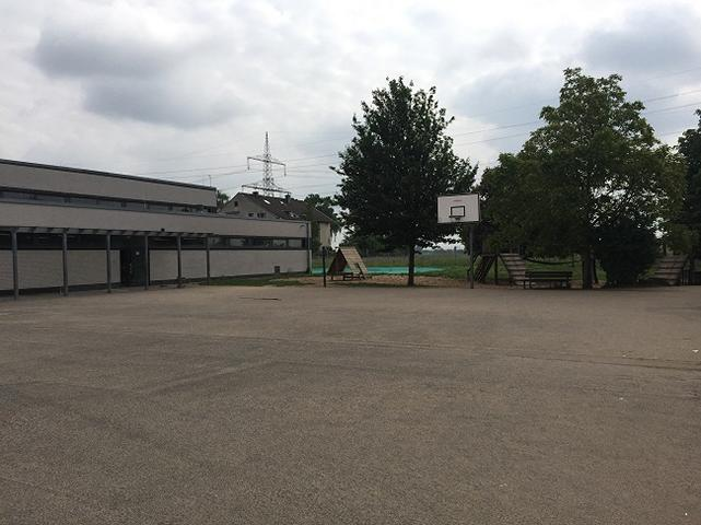 Schulhof I