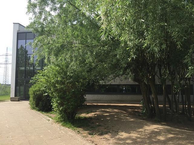 Schulhof VI